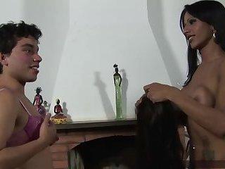 Nicolly feminizes Carlos