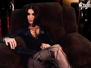 UK tgirl in sexy black lingerie and stockings webcam
