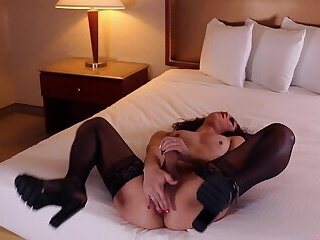 Kedra Sinclaire cumshot in hotel room