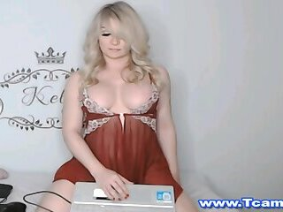 Tight Teen big tits and tight ass live