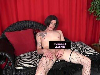 Tattooed trap beauty fingers her asshole