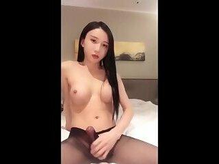 陈雯雯自慰射Sexy beautiful transvestite masturbation ejaculation in China