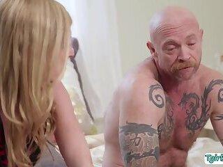 Gorgeous Tranny babe Mandy Mitchell enjoys fucking FTM Buck Angels wet pussy