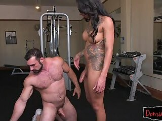 Tattooed transgender domina enjoys analsex