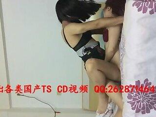 性感人妖干女人Sexy Chinese ladyboy and women having sex