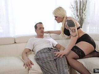 Chubby shemale nurse heals her patient with analsex