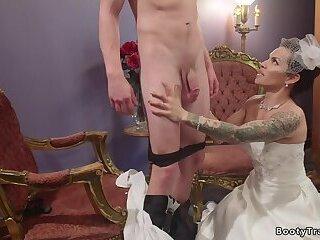 Tranny bride in lingerie anal fucks love