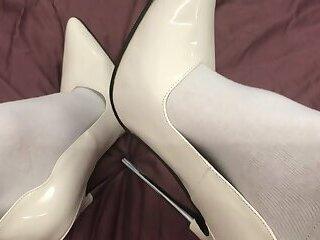 Cumming with my slutty heels