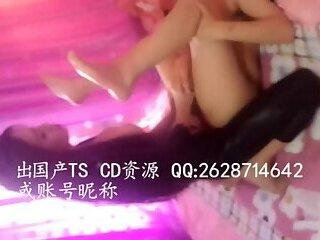 美妖干直男Sexy and beautiful transvestite inserted in the man's anus