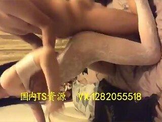 情趣装被后入White lingerie transvestite insert from behind the anus by men