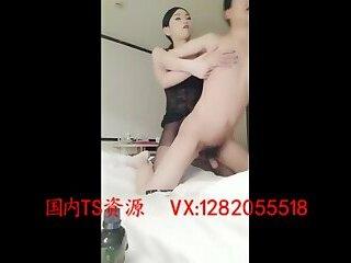 CD猛烈攻男Sexy transvestites 黑寡妇 with big cock inserted into the man's anus