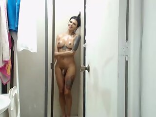 Crystalxxxts takes a load before shower