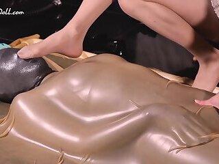 NA060 Play Zentai vacuum bed and trained by beauty Mistress - 体验紧真衣,真空床,强烈包覆感被高颜值人妖女王艾爷调教