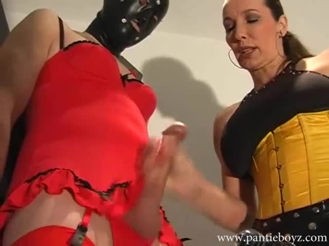 Crossdresser Mistress Gives