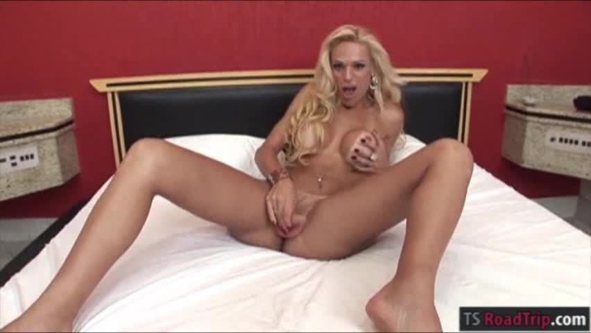 Brazilian tranny duda galhoti and hot babe tag teamed cock