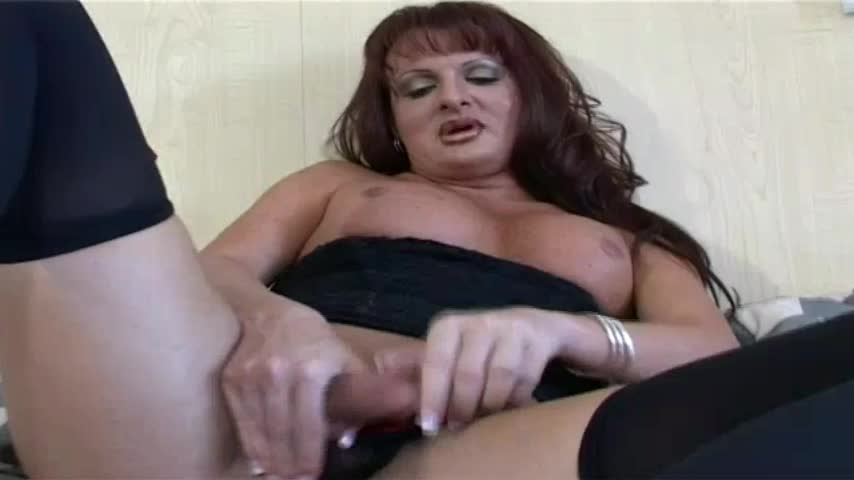 Tranny cums while being fucked