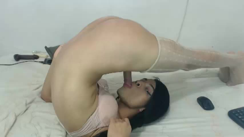 Chubby Latina Toying
