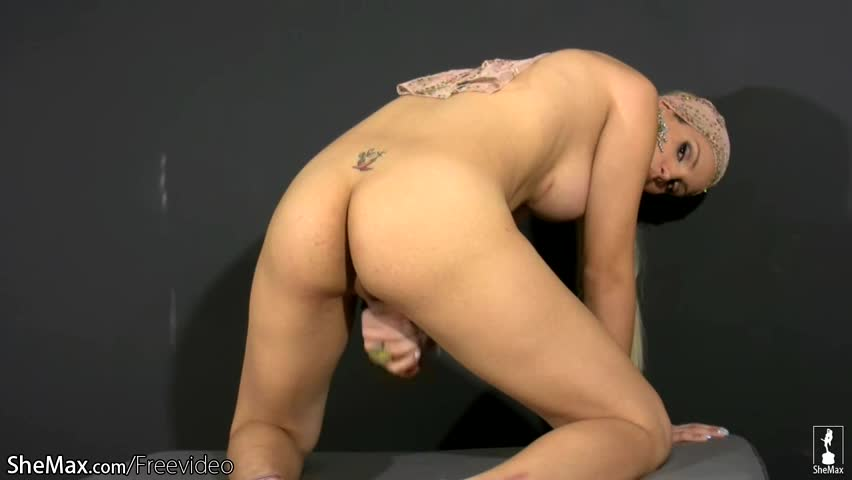 Pretty face shedoll displays heavy ass while jerking shecock