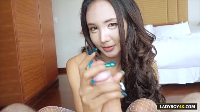 Sexy babe swallows cock of a nasty pawn guy before sex